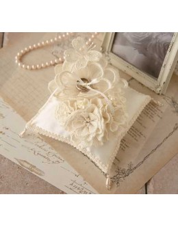 Hamanaka H431-153  Juno Ring Pillow Big Flower and Bouquet Sewing Kit