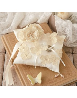 Hamanaka H431-154 Juno Ring Pillow Butterfly Sewing Kit